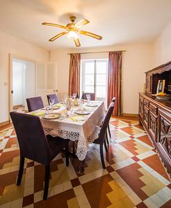 Salle a manger/ Dining room