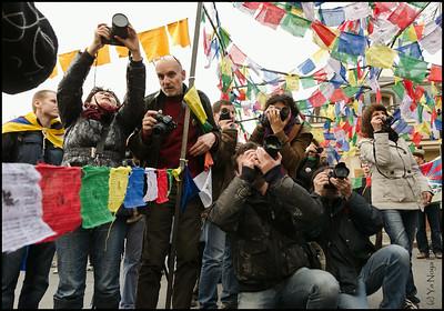 Happening Tibet nás pálí. Demonstrace pro Tibet 10.3.2013 před čínskou ambasádou. Demonstration for Tibet Prague.