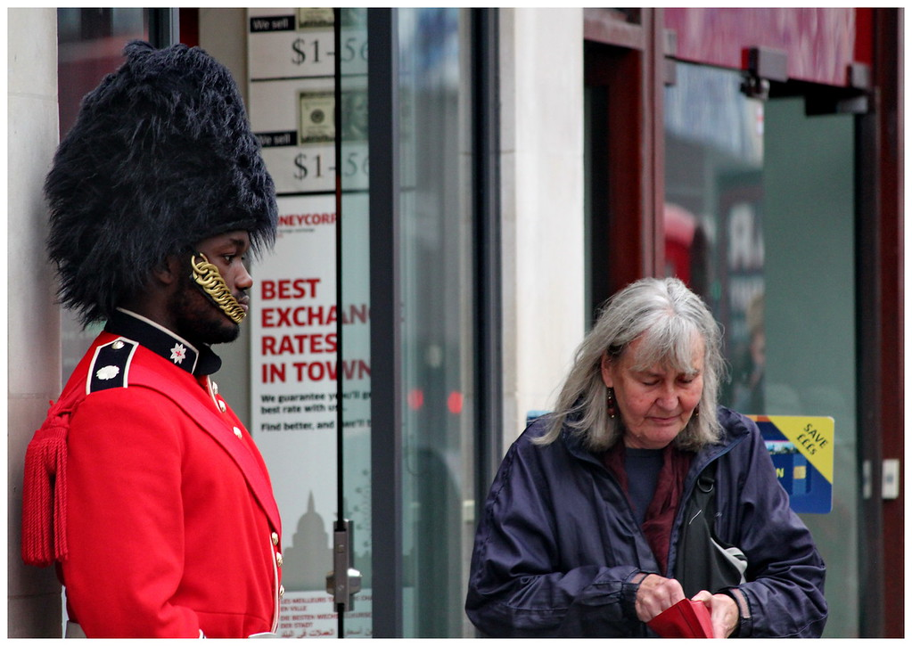 Exchanging in Front of the Guard - Picadilly