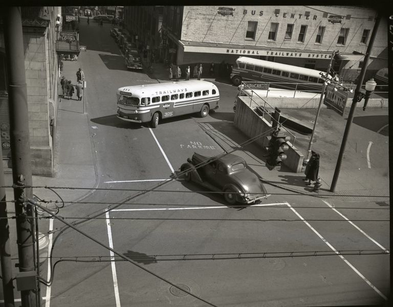 Trailways Bus Depot on Eighth Street below Church Street  IV  (09607)