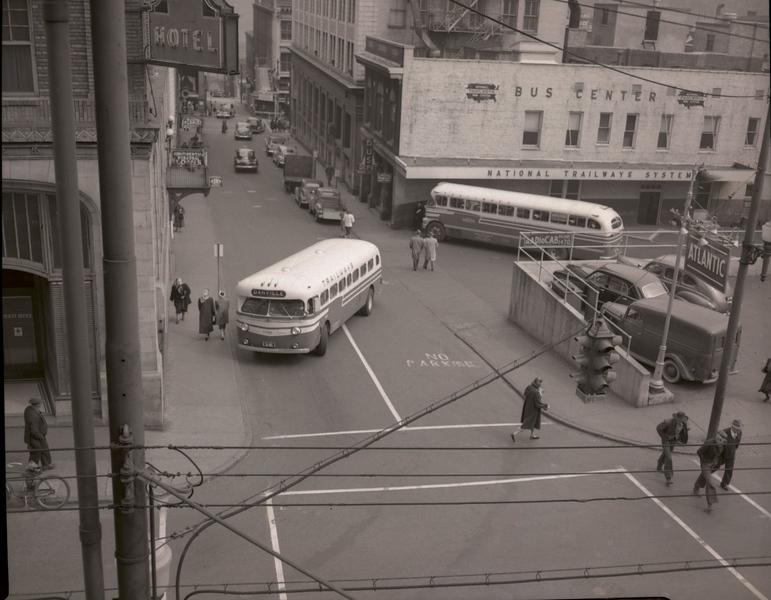 Trailways Bus Depot at Eighth Street and Church Street. XX  (09622)