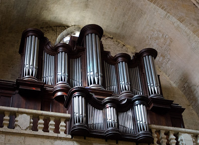 Grand Looking Pipe Organ