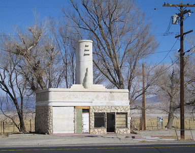 Abandoned gas station.  Olancha, CA, 1 Mar 2007.