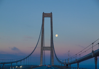 Great Belt Bridge. Morning moon. Photo: Martin Bager.