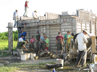 09 08-17 High school juniors from the 4th Presbyterian Church Bethesda, Maryland pouring concrete walls in El Salvador. mb