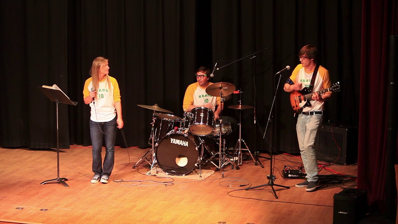 Alumni Andy Babb with Ellen Moak and Bjorn Nelson on the drums