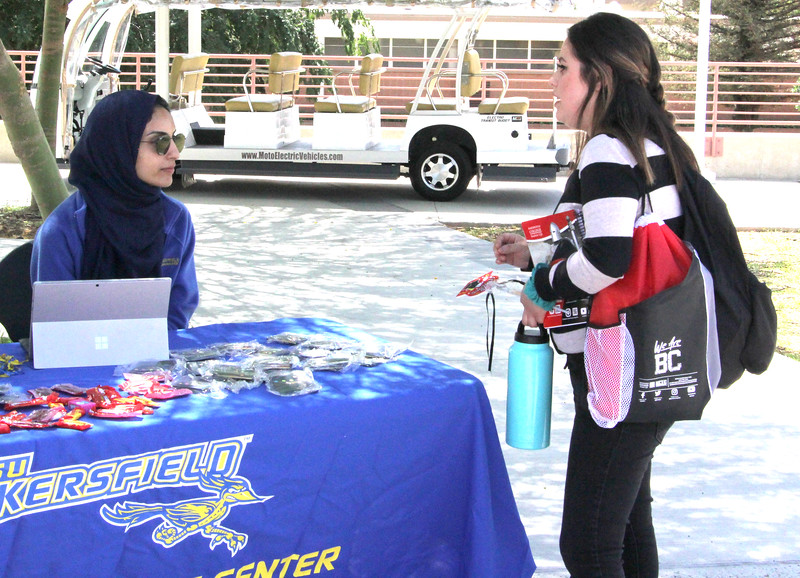 CSUB talking to students about transferring information.