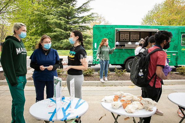 Student Involvement 2 Go (SI2Go) celebrates Earth Week in partnership with the Office of Sustainability.  Photo by:  Ron Aira/Creative Services/George Mason University