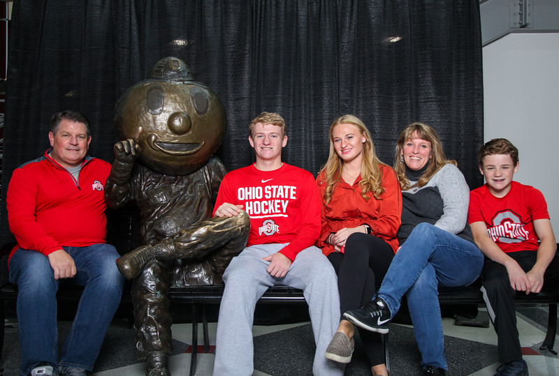 2018 PFW Buckeye Family Photos with Bronze Brutus