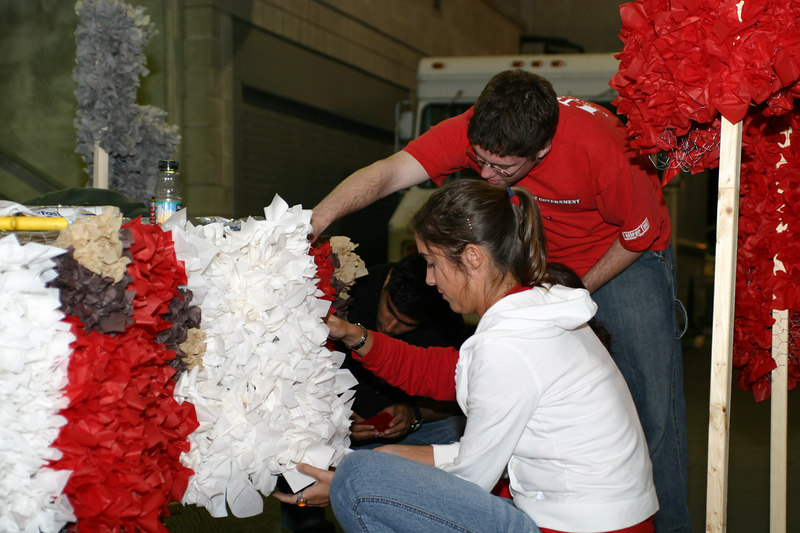 2005 Homecoming Float Construction