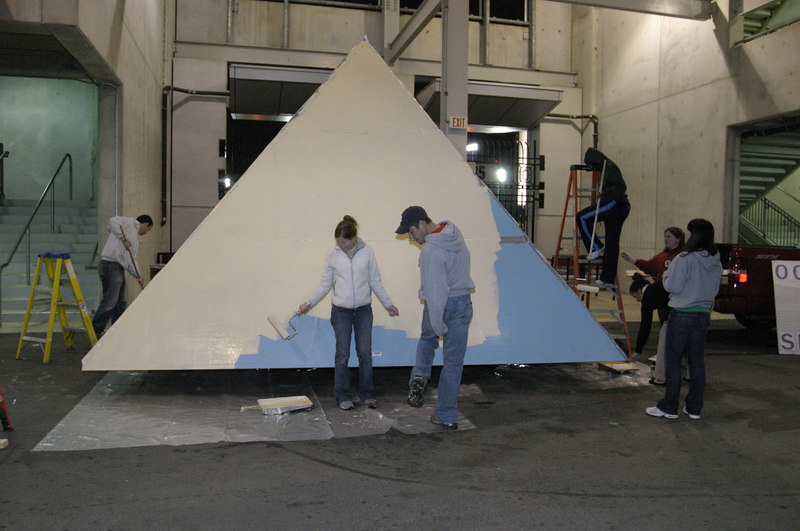 2006 Homecoming Float Construction
