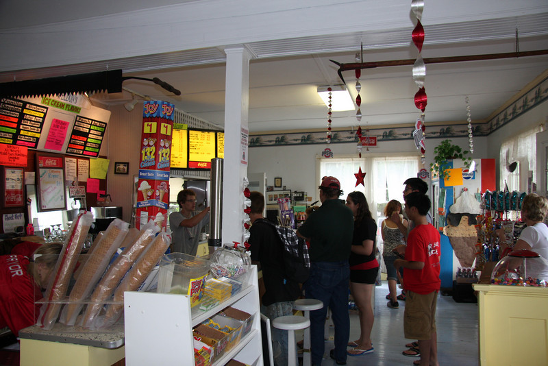 2010 Dr. Gee State Tour - Ravenwood Castle / Courtstreet Diner / Weldon's Ice Cream Factory