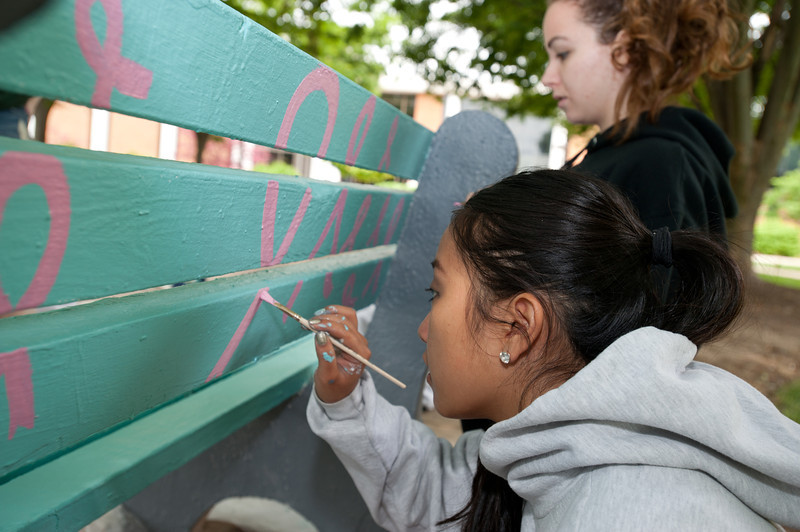 University Life Student Involvement organizes bench painting by students at Fairfax Campus. Photo by Alexis Glenn/Creative Services/George Mason University