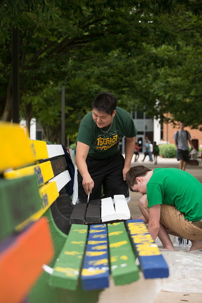 Students from various clubs and organizations attend the annual bench painting sponsored by University Life Student Involvement. Photo By Evan Cantwell/Creative Services/George Mason University