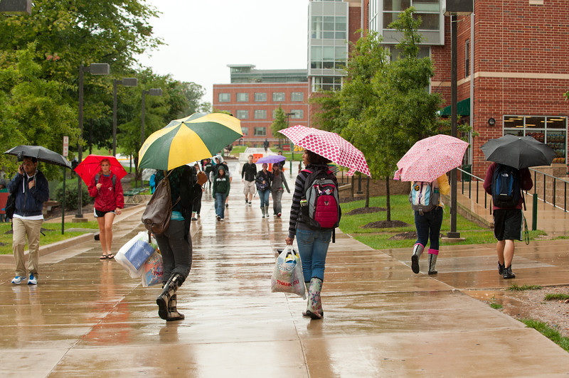 110907529 - Students walking to class in the rain. Photo by Alexis Glenn.