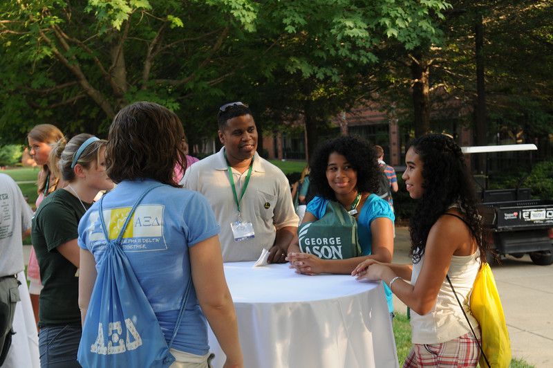 100722180 - Mason families at a barbecue hosted by Orientation and Family Programs and Services. Photo by Lori Wilson