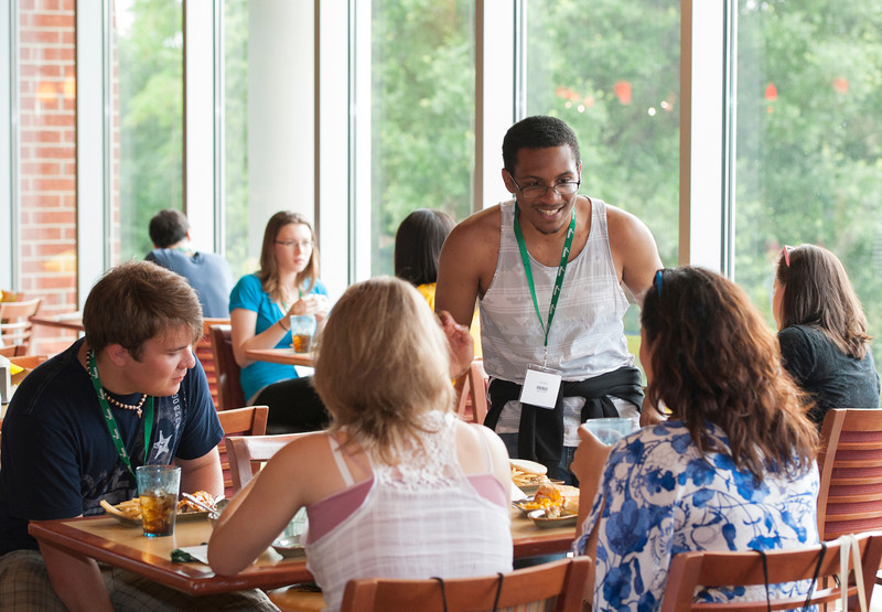 Incoming freshman students eat at Southside dining during orientation. Photo by Alexis Glenn/Creative Services/George Mason University