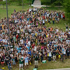 Freshmen attending orientation take a group photo at the Mason pond. Photo by Evan Cantwell/Creative Services/George Mason University