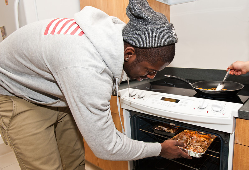 A student prepares traditional Caribbean food at Taste of the World, where different international campus organizations take over the pods in Eastern Shore residence hall and prepare a sample of a food from the culture that they represent, at Fairfax Campus. Photo by Creative Services