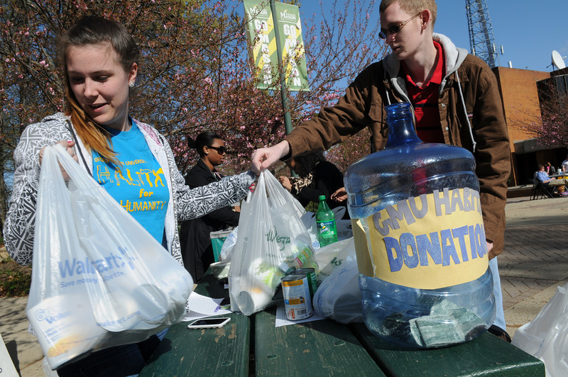Students donate canned goods and raise money for Habitat for Humanity during the Greek Week Shack-A-Thon. Photo by Evan Cantwell/Creative Services/George Mason University