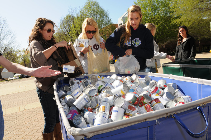 Students donate canned goods for Habitat for Humanity during the Greek Week Shack-A-Thon. Photo by Evan Cantwell/Creative Services/George Mason University