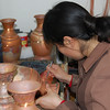 The traditional practice of manufacturing copper-enamel vases (Cloionne)