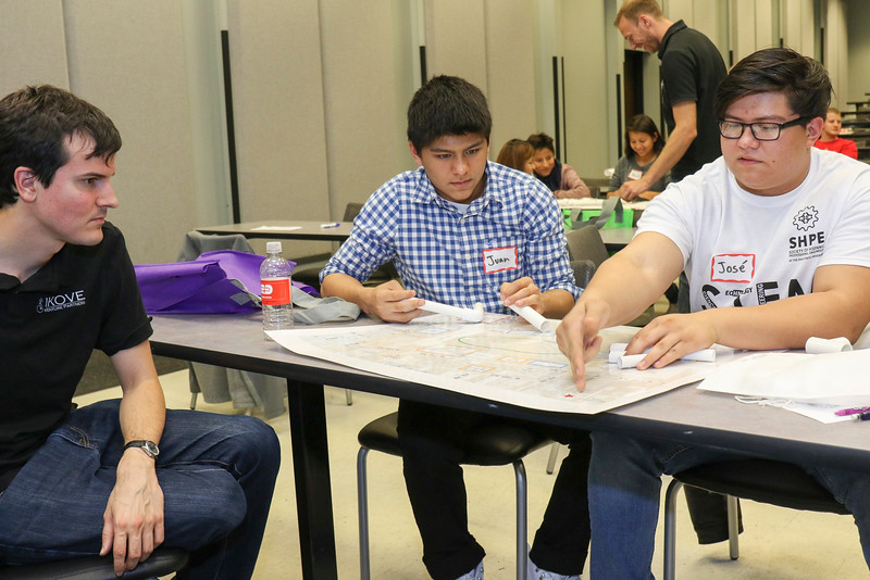 Noche de Ciencias, Hispanic, STEM, SHPE, science, Dreese Lab