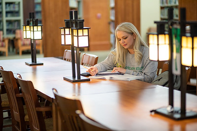 BuffyDavisStudentStudying-0451
