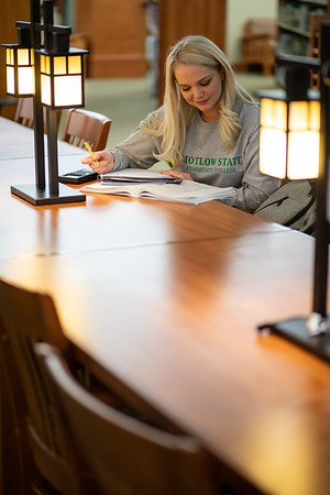 BuffyDavisStudentStudying-0463