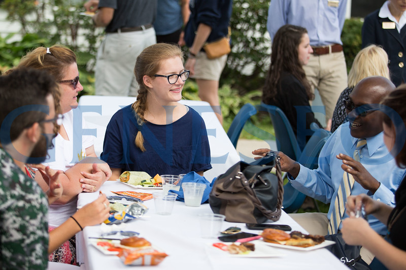 Fall 2017 Move-In Day welcome picnic at campus house