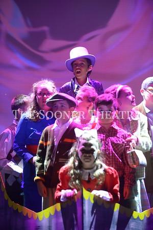 Studio Series Willy Wonka JR 2017 Closing Cast