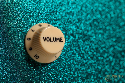glam guitar volume control close up