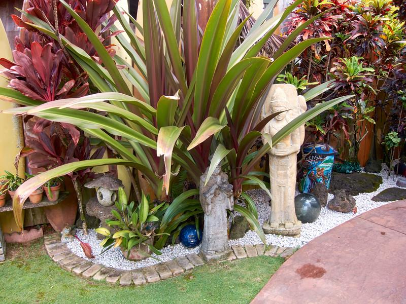 Kauai_2011-07-08_10-23-32_Canon PowerShot S90_IMG_2223_©StudioXEPHON2011_C1P