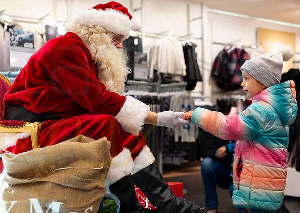 Weihnachtsmann und leuchtende Kinderaugen