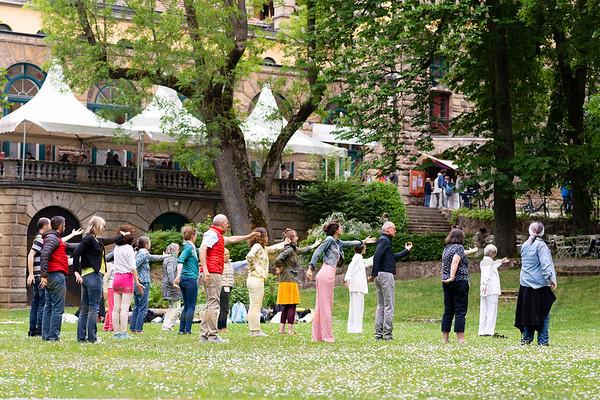 Entspannungs Yoga Teilnehmer eines Kongresses für traditionelle Medizin