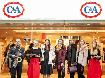 Fashion Aktion im Kaufhaus mit Models und Musik in Hamburg