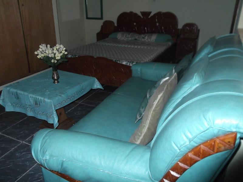 London - Studio meublé et climatisé 26000F CFA par jour - 42 Euros par jour<br /> Furnished studios with air conditioning 26000F CFA per day - 42 Euros par jour