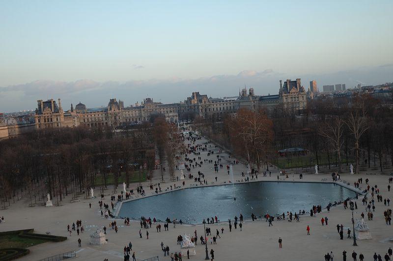 Le Louvre et les tuileries vues depuis la grande roue des tuileries.