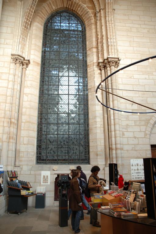 Dans la premire salle qu'on visite quand on visite les tours de Notre Dame de paris. <br /> <br /> Juste pour donner une idŽe de la hauteur sous-plafond.