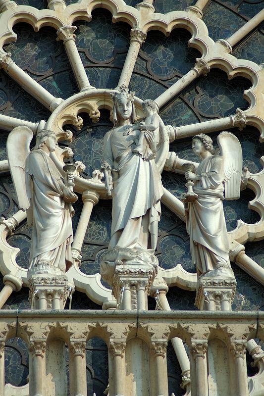 DŽtails de la sculpture sur la faade de Notre Dame de Paris. <br /> <br /> Prise au tŽlŽobjectif.