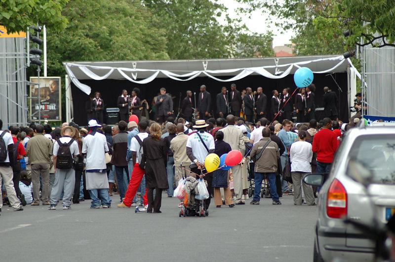 La chorale gospell et les spectateurs. Pas tant de monde que a finalement.