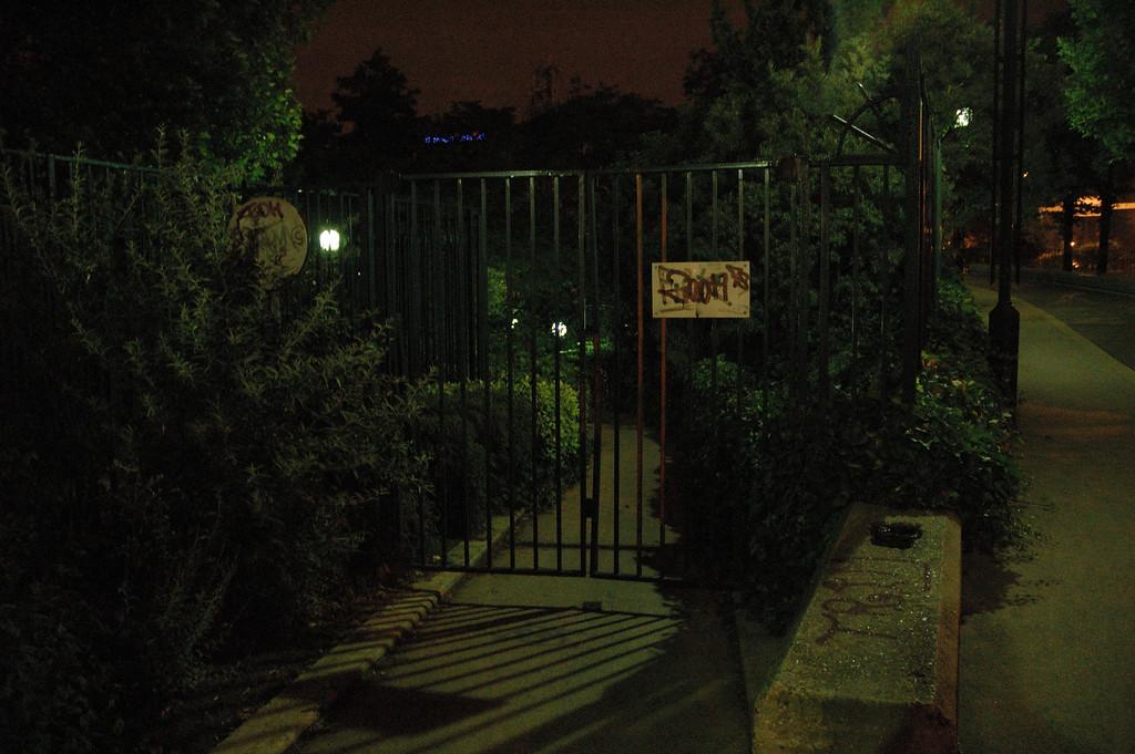 Photos prises entre la porte de Vincennes et la Porte DorŽe prs d'un point d'accs ˆ la PC.
