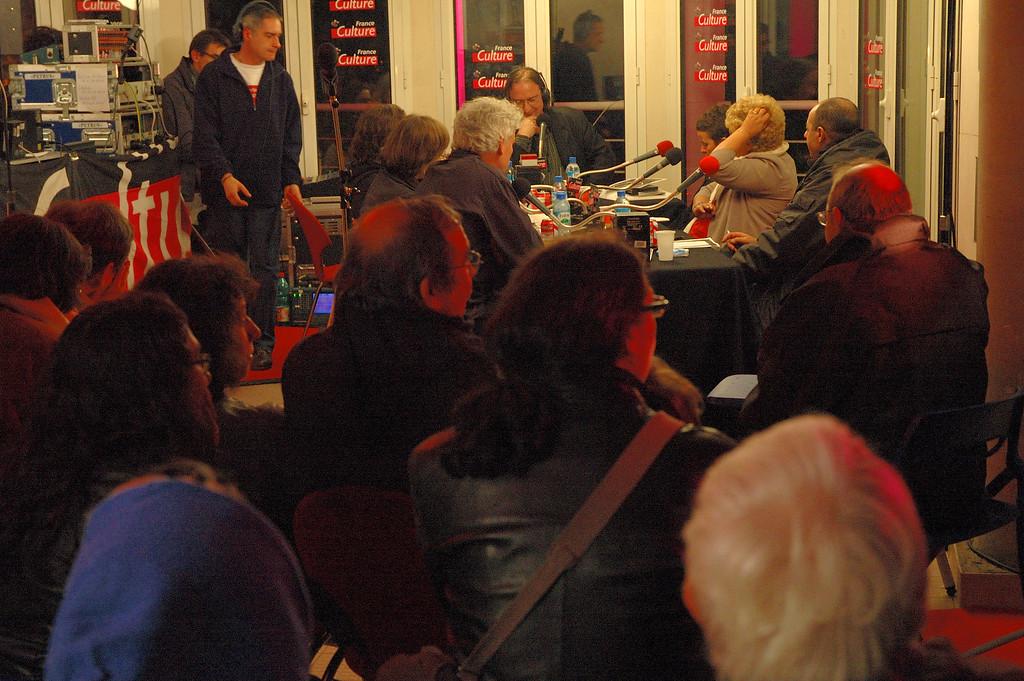 Installation de france culture pour la coulŽe verte (discours inintŽressant comme l'Žvennement lui mme d'ailleurs).<br /> <br /> Nuit blanche 2005