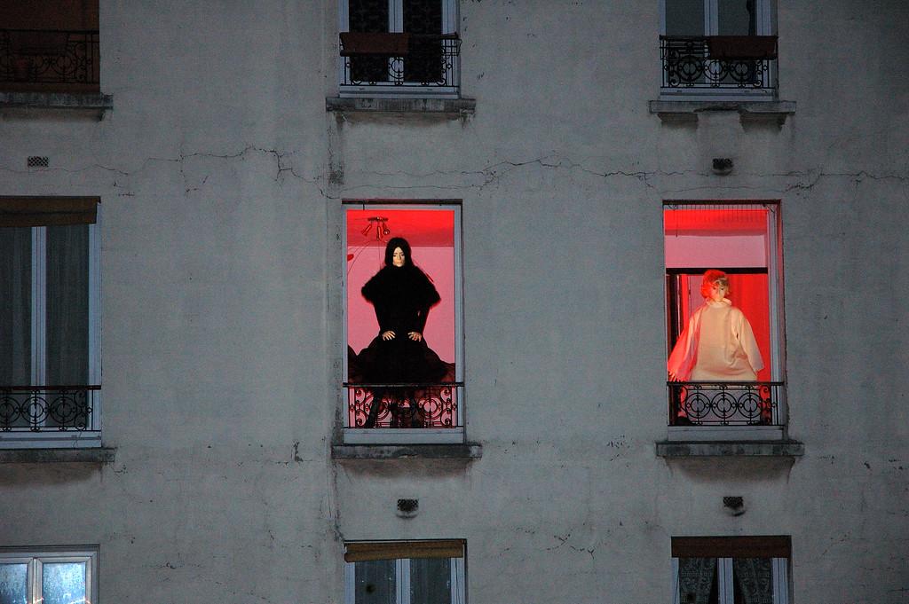 Installation qui se dit artistique (coulŽe verte au dessus de l'avenue Daumesnil)<br /> <br /> Nuit blanche 2005