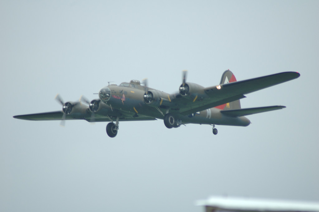 B17 B 17 B-17 flying fortress<br /> <br /> La FertŽ Alais 2005