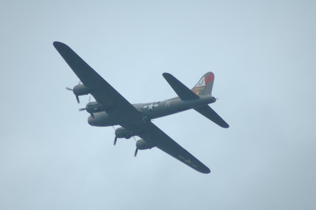 B17 B 17 B-17 flying fortress<br /> <br /> La FertŽ Alais 2005