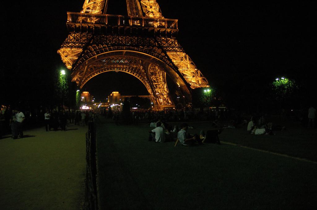 Le champs de Mars le soir de la fte de la musique 2005