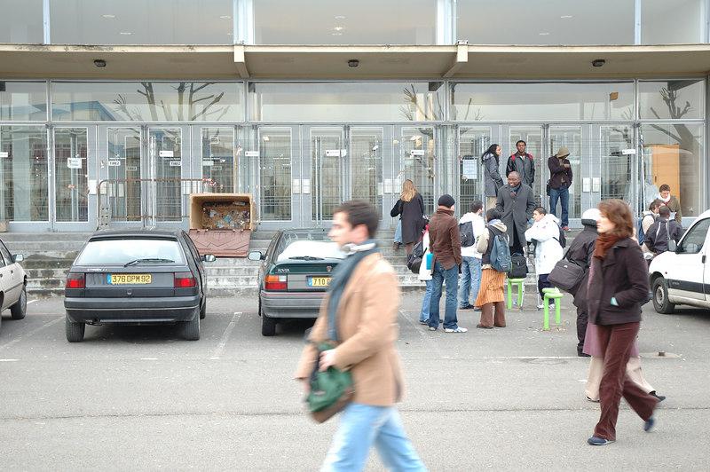 Etudiants bloquŽ sur le campus de Nanterre, a ne transparait pas sur les photos, mais l'embiance Žtait parfois chaude, ˆ la limite de l'affrontement