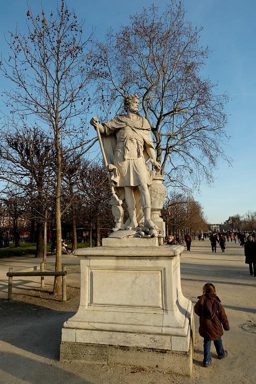 Une statue dans la grande avenue des tuileries