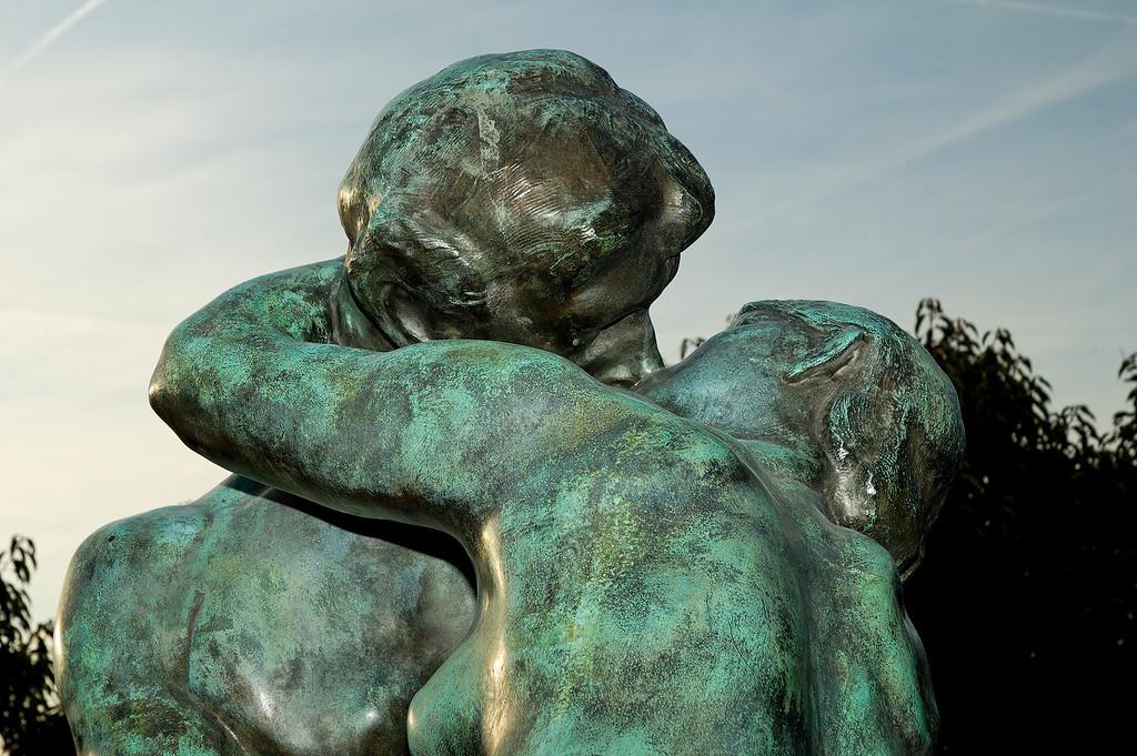 """Le Baiser (<a href=""""http://en.wikipedia.org/wiki/Auguste_Rodin"""">Auguste Rodin</a>)"""